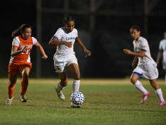 Women's Lightning Soccer Team Falls to CSI in Overtime in the CUNYAC Finals, 2-1