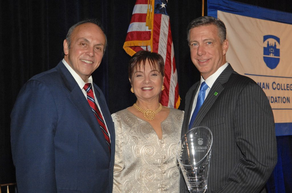 President Fernández, Myrna Rivera and honoree Peter M. Meyer.